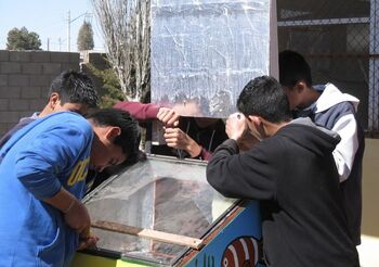 Palomas teens make solar oven