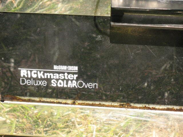 File:Rickmaster Solar Oven.jpg