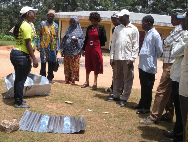 File:Leéiyen teaches the use of solar box cookers and the --SODIS-- approach to water pastuerization, 11-15-14.png