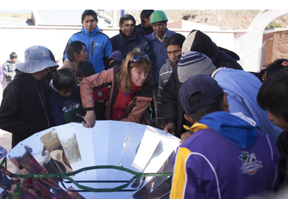 File:Virginia Bauso explains the workings of the parabolic solar cooker, 12-23-14.png