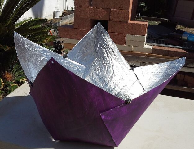 File:Purple Fig Solar Cooker.jpg