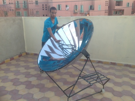 File:Building-of-solar-cooker-in-morocco.JPG