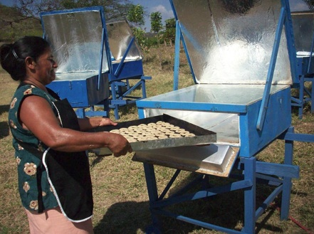 File:Solar Women of Totogalpa baking photo 4-24-10.jpg
