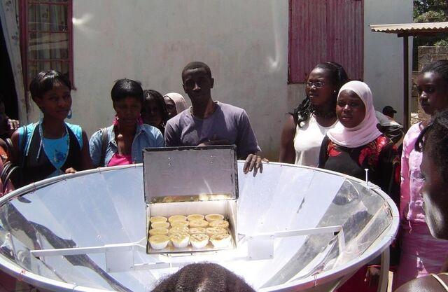 File:EG Solar parabolic cooker, 5-5-13.jpg