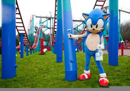 Sonic-at-Sonic-Spinball-ride