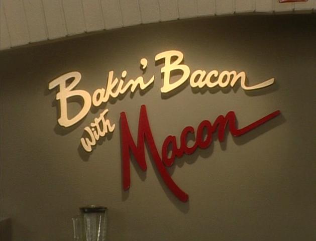 File:Bakin Bacon w Macon 1.png