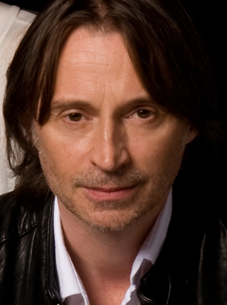 The 56-year old son of father Joseph Carlyle and mother Elizabeth McDonald, 173 cm tall Robert Carlyle in 2017 photo
