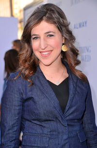 Mayim Bialik Premiere Warner Bros Something pNE5np15d1el