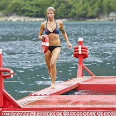 Andrea competes in the Immunity Challenge.