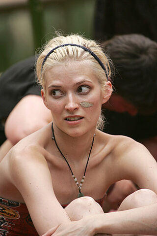 File:Courtney-yates-survivor.jpg