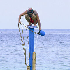 Tony competing in the final 4 Immunity Challenge.