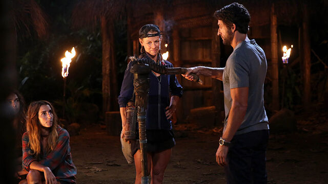 File:Australian-Survivor-Episode-18-Tribal-Council---Kylie-Leaves.jpg