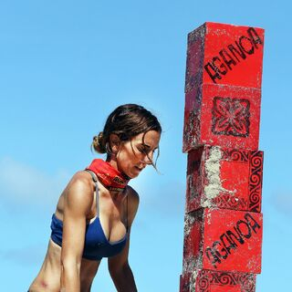 El competing in an Immunity Challenge.