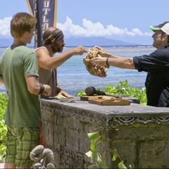 Tony and Spencer draw for rocks to see who'll get the Hidden Immunity Idol clue.