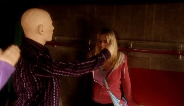 File:Rose cornered by Autons.jpg