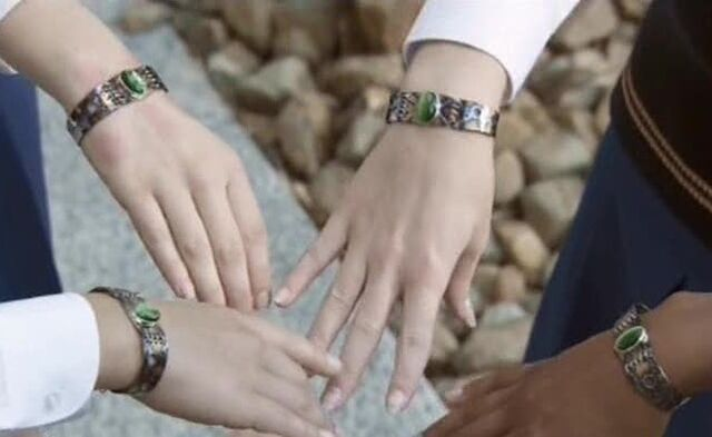 File:Bracelets.jpg