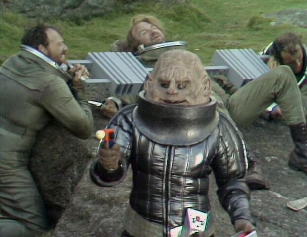 File:Sontaran and prisoners TSE.jpg