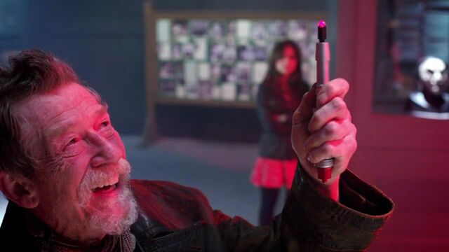 File:War Doctor Using Sonic on Memory Equipment.jpg