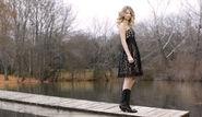 Taylor-Swift-In-Cute-Black-Dress-2560x1600