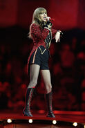 Taylor+Swift+MTV+EMA+2012+Show+sE8YUZnr-Ydl