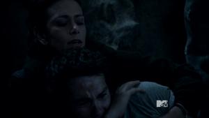 Teen Wolf Season 3 Episode 18 Riddled Melissa McCall saves Stiles.png