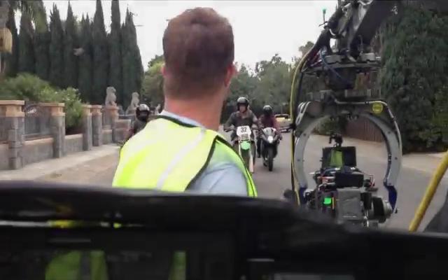Datei:Teen Wolf Season 3 Scott and Twins Motorcycle Stunt 1 De Celis Place, Northridge.png