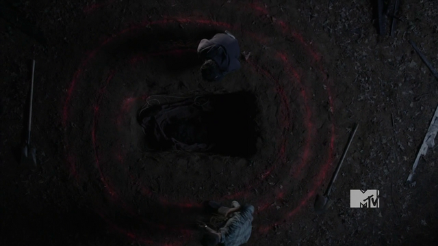 File:Glow when Stiles removes wolfsbane rope.png