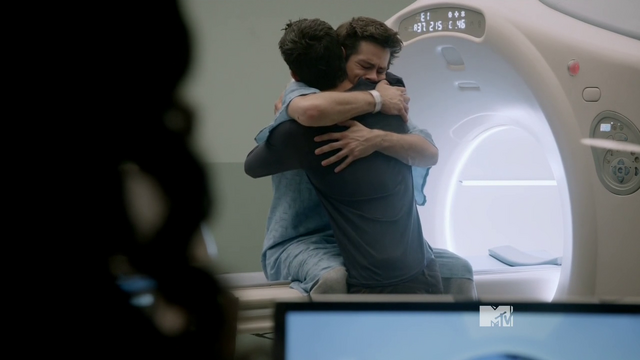 Datei:Teen Wolf Season 3 Episode 18 Riddled THE HUG Scott and Stiles.png