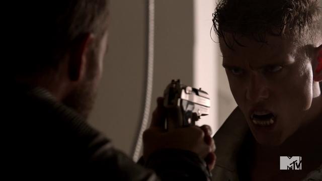 Datei:Teen Wolf Season 4 Episode 10 Monstrous Brett growls at Chris.png