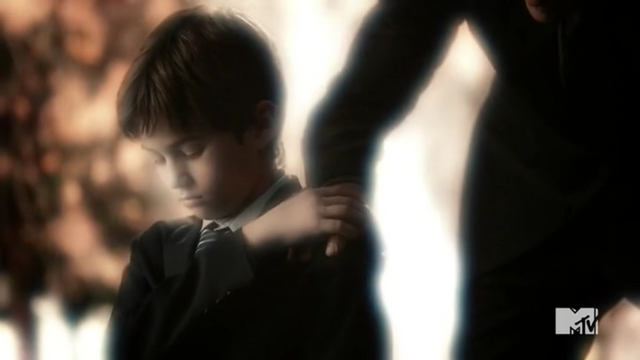 Datei:Teen Wolf Season 5 Episode 11 The Last Chimera Young Stiles.png