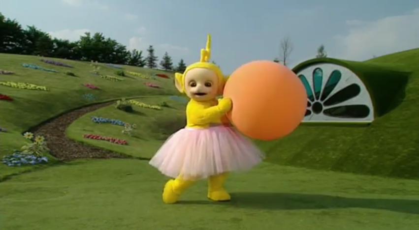 Laa Laa: Laa-Laa Dances With Her Ball