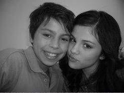 Jake-and-Selena-jake-t-austin-1600054-2560-1920