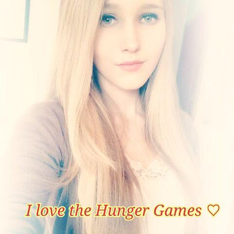 File:Me I love The Hunger Games.jpg