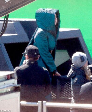 File:Jen on set of Mj -7.jpeg