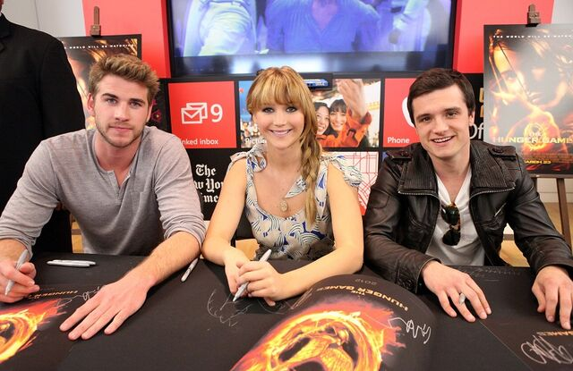 File:Jennifer Lawrence, Josh Hutcherson, and Liam Hemsworth.jpg