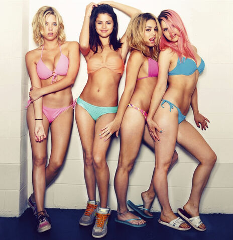 File:Spring-breakers-image09.jpg