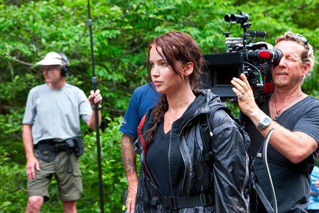 File:Jennifer Lawrence on Hunger Games set.jpg