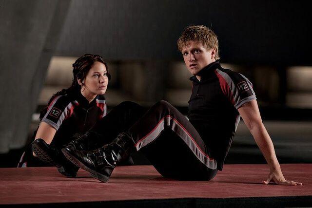 File:Peeta & Katinss in training center.jpg