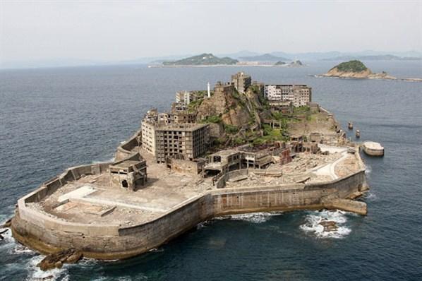 File:Hashima-Battleship-Island-From-Above-2.jpg