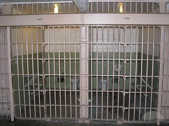 File:Alcatraz-cells-san-francisco.jpg