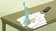 S6E21.034 Mini Statue of Liberty