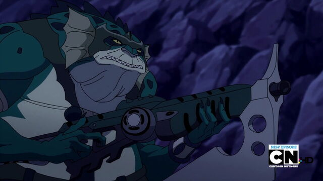 File:Slithe Laser Rifle with Ax Balde atacthed.jpg