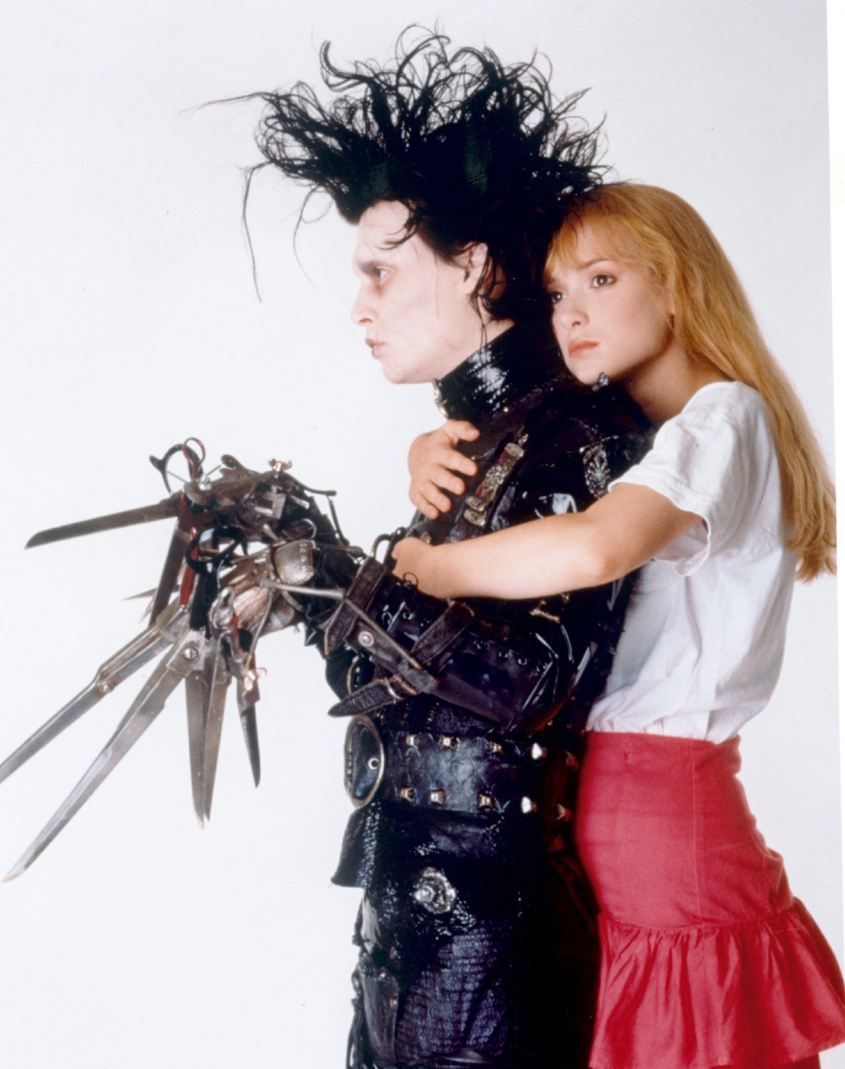 johnny depp as edward scissorhands Edward scissorhands achieves the nearly impossible feat of capturing the delicate flavor of a fable or fairy tale in a live-action movie the story follows a young man named edward (johnny depp), who was created by an inventor (vincent price, in one of his last roles) who died before he could give the poor creature a pair of human hands.