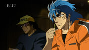 Toriko and Tom having a drink in a bar