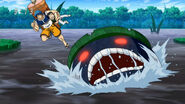 Beast in Black Lake attacking Toriko and Komatsu