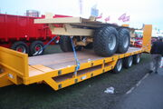 Drop well semi lowloader trailer IMG 4765
