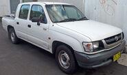 2001-2004 Toyota Hilux (RZN149R MY02) 4-door utility 01