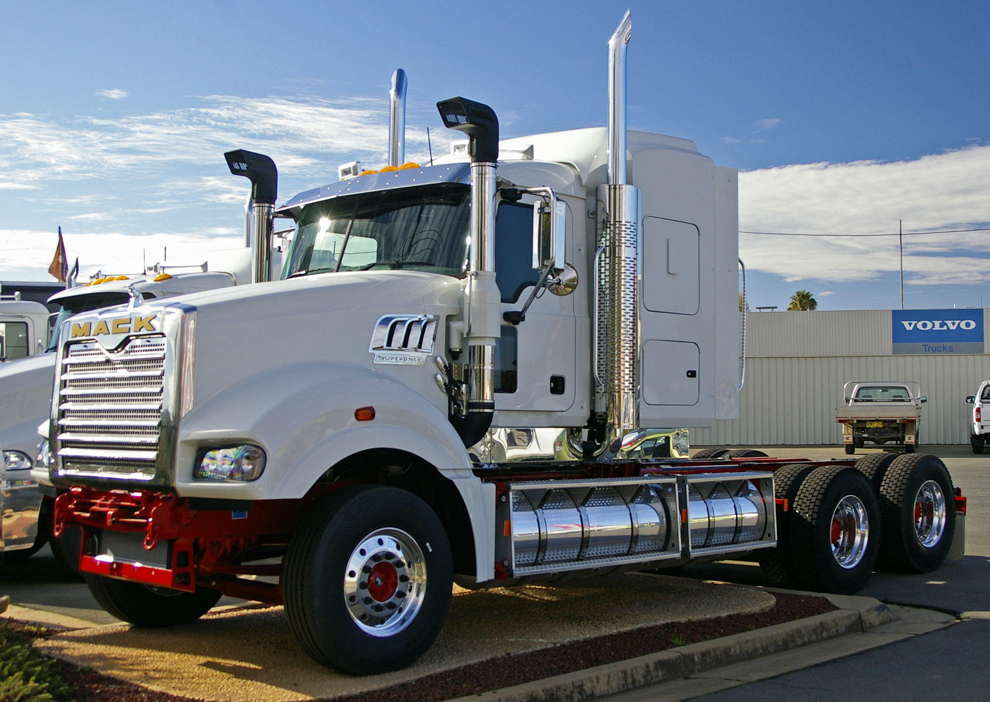 Mack Super-Liner | Tractor & Construction Plant Wiki ...