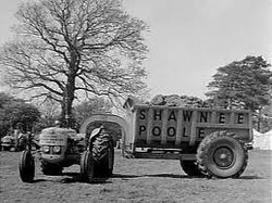 Shawnee Poole Dumptrailer with Bray Diesel Tractor