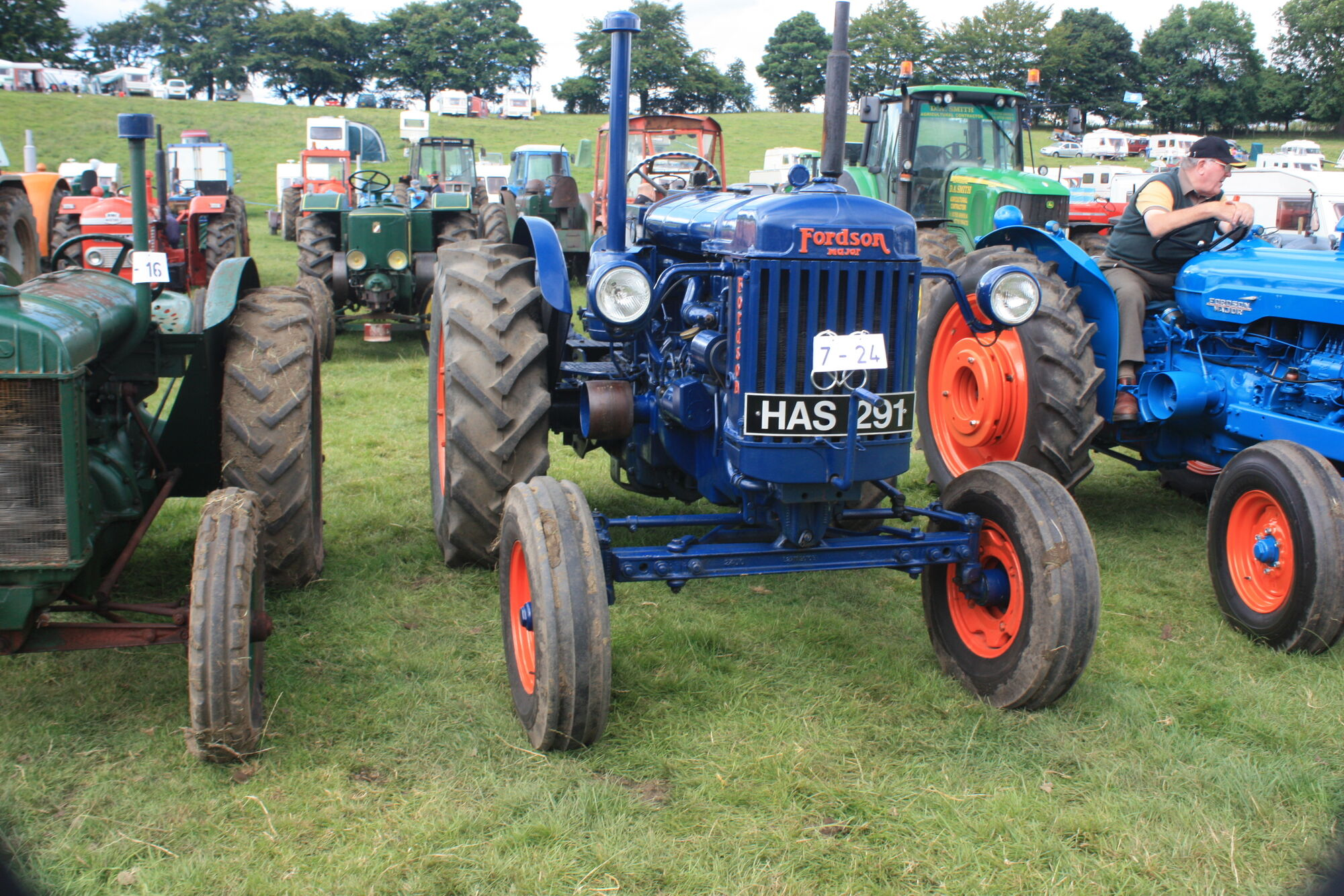 Fordson e27n major tractor construction plant wiki fandom powered by wikia